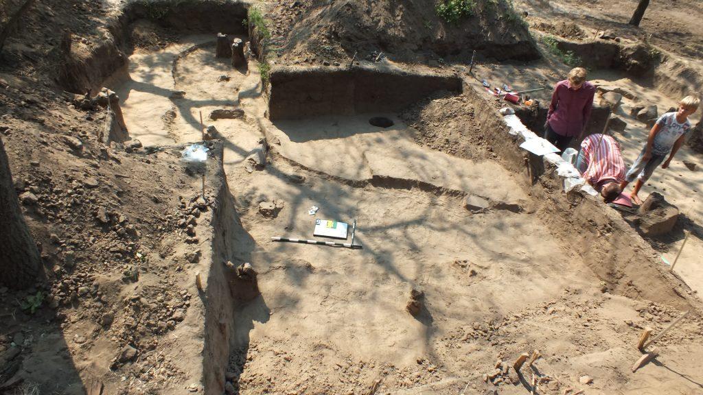 Ров 6 в раскопе 14