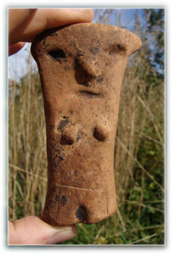 Глиняная фигурка женщины из Польши